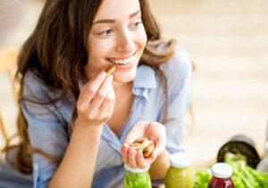 8 dicas para diminuir a fome e se sentir mais saciado
