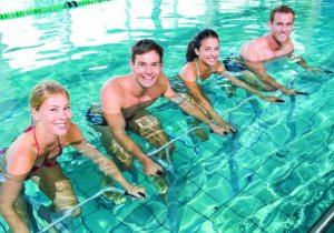 Papo de Academia: Novas atividades na piscina que estão fazendo sucesso