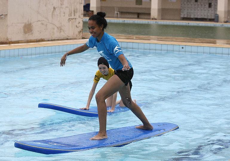 atividades na piscina