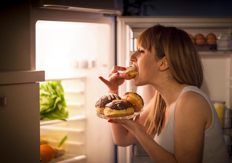 Descubra se você tem compulsão alimentar e tire isso da sua cabeça