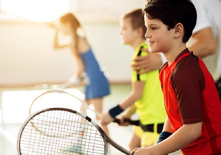 Aulas de tênis para crianças: Melhora no desempenho cerebral